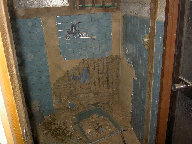 タイル床の撤去