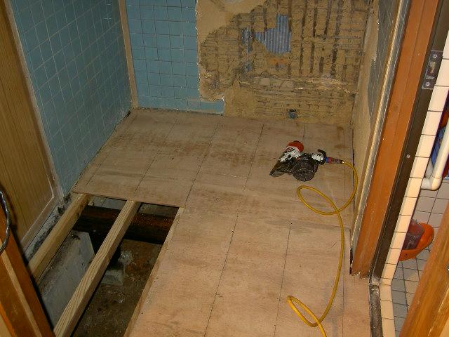 床下補強後に床板貼り