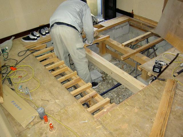 給水、排水の為の床改修