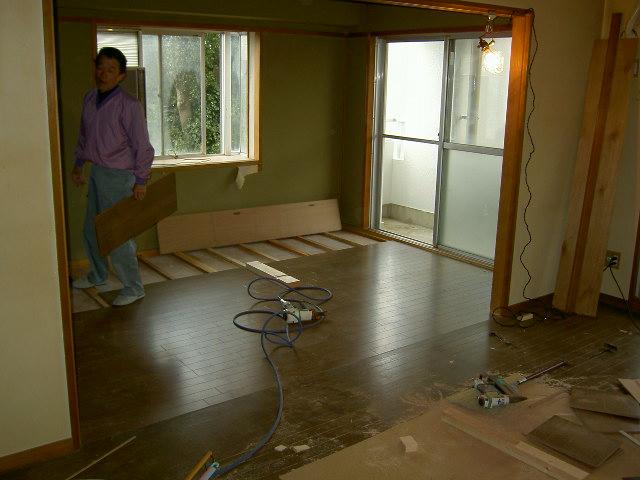 床材の貼付